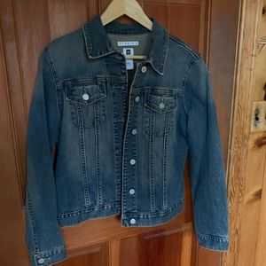 Awesome Gap denim jacket with some stretch